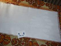 Úžitkový textil - Ručne vyšívaný ľanový obrus biely / štóla / - 12112239_