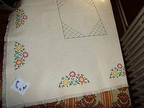 Úžitkový textil - Ručne vyšívaný obrus - 12112616_