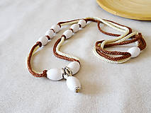 Náhrdelníky - Náhrdelník biela-hnedá - 12114676_
