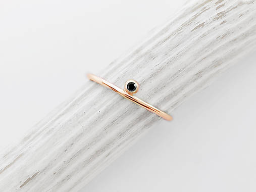 Prstene - 585/1000 zlatý zásnubný prsteň s prírodným čierným diamantom  (ružové zlato) - 12117968_