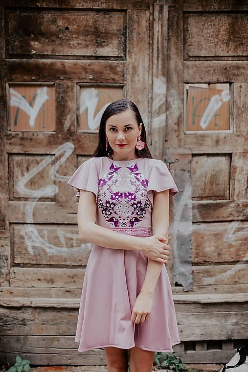 Staroružové šaty Sága krásy