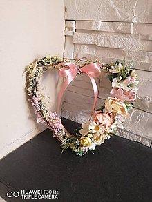 Dekorácie - Vintage pudrovo smotanové srdce s mašlou 22cm - 12118410_