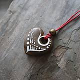 Náhrdelníky - Maľované srdiečko (kamenný prívesok) - 12132883_