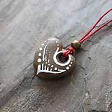 Náhrdelníky - Maľované srdiečko (kamenný prívesok) - 12132884_
