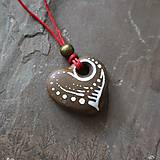 Náhrdelníky - Maľované srdiečko (kamenný prívesok) - 12132885_