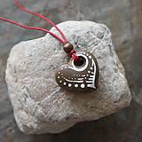 Náhrdelníky - Maľované srdiečko (kamenný prívesok) - 12132892_