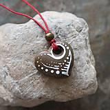 Náhrdelníky - Maľované srdiečko (kamenný prívesok) - 12132893_