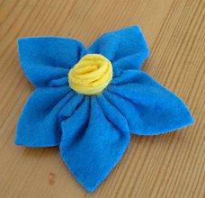 Ozdoby do vlasov - Modrý kvet z filcu - 12134153_