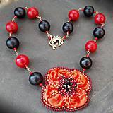 Túžobný-vyšívaný náhrdelník