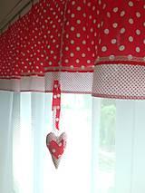 Záclona červená