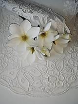 Úžitkový textil - Richelieu - Kvety a motýľ, biela, 77 x41 cm - 12140297_