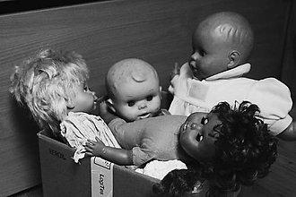 Fotografie - Bábiky v krabici - 12140935_