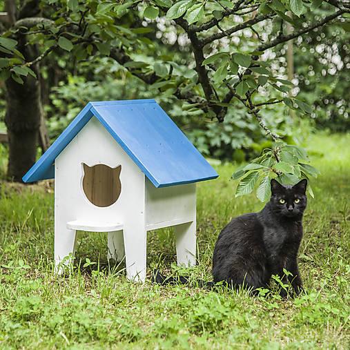 Mačací domček na záhradu