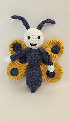 Hračky - motýl -  háčkovaná hračka - 12144473_