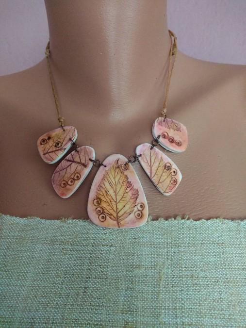 Ružovohnedý náhrdeľník