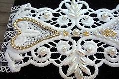 svadobný podväzok Ivory + zlaté štrasové srdiečka