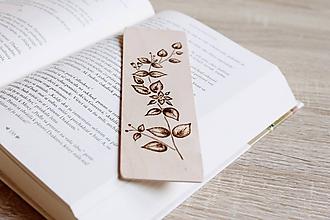 """Papiernictvo - Drevená záložka do knihy """"Ukryté v listoch"""" - 12156052_"""
