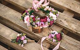 Ozdoby do vlasov - Boho svadobný set (venček, náramok pre nevestu a pierko pre ženícha) - 12160734_