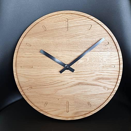 Marc Round Clock 30cm s ciferníkom a tichým strojčekom