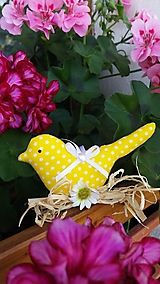 Dekorácie - Vtáčik na drievku s margarétkou - 12175073_