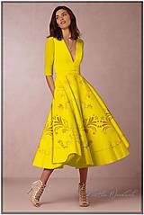 """Šaty - FLORAL FOLK """" Slovenská ornamentika """", spoločenské šaty v dĺžke midi (žltá + jemný vzor) - 12175553_"""