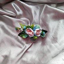 Ozdoby do vlasov - Kvetinový hrebeň v pastelovej modrej a ružovej - 12174765_