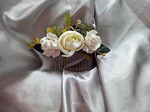 Ozdoby do vlasov - Svadobný biely kvetinový hrebeň - 12174941_