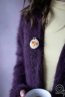 Odznaky/Brošne - Vyšívaná brošňa Nika - 12175272_