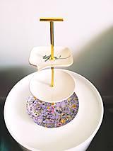 Etažér - fialový elegán