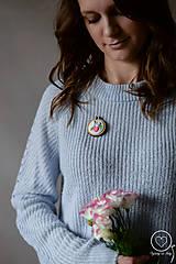 Odznaky/Brošne - Vyšívaná brošňa Eleanor - 12178545_