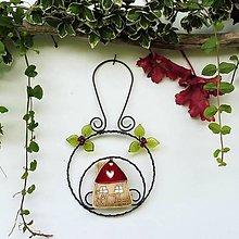 Dekorácie - Domeček v kolečku červený dekorace - 12177409_