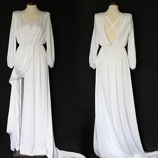 Svadobné šaty v páse na gumičku s dlhou vlečkou