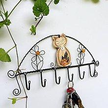 Nábytok - Drátovaný věšák kočičí - keramická kočka - 12183599_