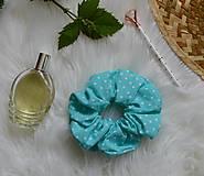 Ozdoby do vlasov - Gumička modrá s bodkami - 12185320_