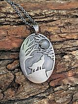 Náhrdelníky - Vlk vyjúci na Mesiac - 12187152_