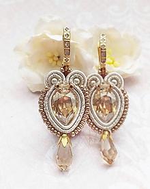 Náušnice - Zlatisté slzy pre nevestu (ivory šujtášové náušnice s luxusným zapínaním,povodna cena 30€ ) - 12187855_