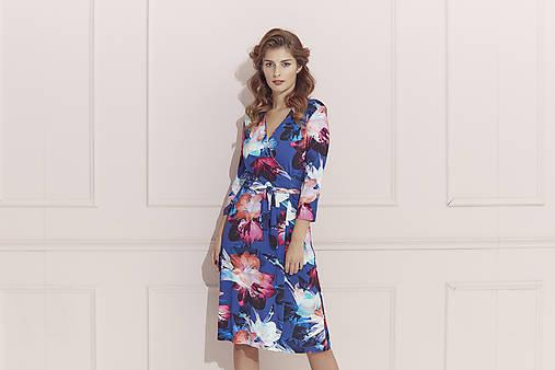 Kvetované zavinovacie šaty