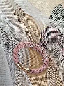 Náramky - Pudrový náramek pošitý křišťálem - 12194482_