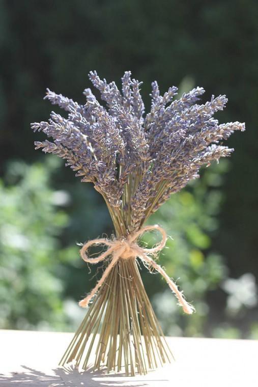 Dekoračná levanduľová kytička