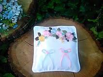 """Pierka - vankúšik na obrúčky  z kolekcie """"romantika z lúky"""" - 12196615_"""