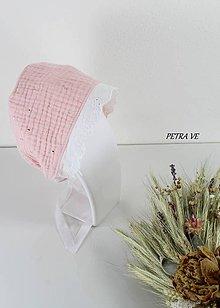 Detské čiapky - Svetloružový so zlatými pásikmi - detský mušelínový čepček - 12198678_