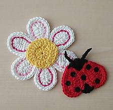 Materiál ručne robený - Lienka a kvet - 12200842_