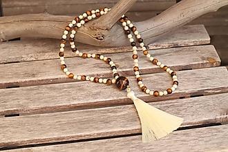 Náhrdelníky - Náhrdelník so strapcom a minerálmi howlit a tigrie oko - 12200036_