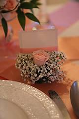 Darčeky pre svadobčanov - Menovky na svadobný stôl zo živých kvetov - 12202707_
