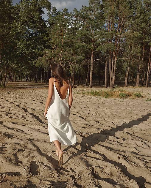 Šaty - Open back dress in white - 12202882_