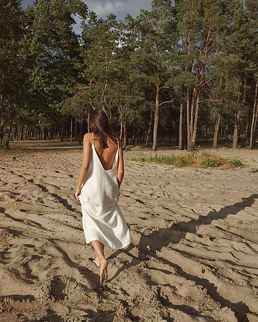 Šaty - Šaty s otvoreným chrbtom in white - 12202882_