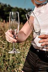 Nádoby - Svadobné poháre - sklenené Mr. a Mrs. - 12205498_