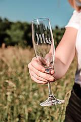 Nádoby - Svadobné poháre - sklenené Mr. a Mrs. - 12205500_