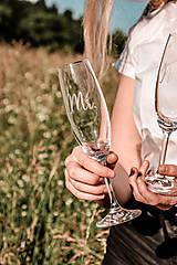Nádoby - Svadobné poháre - sklenené Mr. a Mrs. - 12205502_