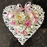 Dekorácie - Srdiečko s ružami - 12204968_